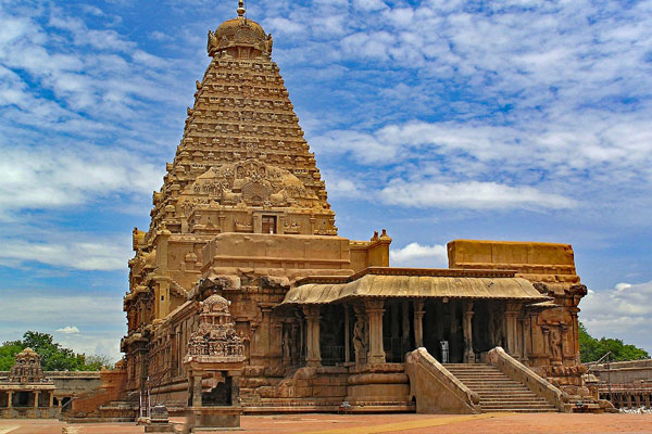 Brihadeeswarar Temple is one of the largest South Indian temples and an exemplary example of a fully realized Dravidian architecture.