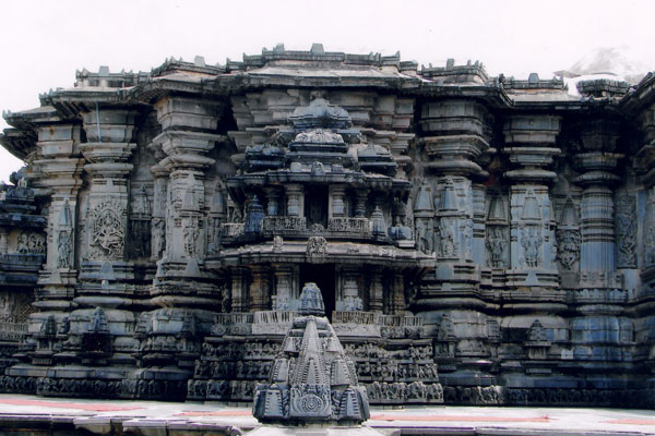 Chennakeshava Temple is dedicated to Lord Vishnu known as Chennakesava, which means beautiful (Chenna) Vishnu (Keshava).