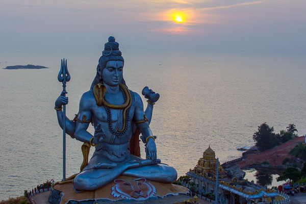 Murudeshwara Temple famous for the world's second-tallest Shiva statue, the town lies on the coast of the Arabian Sea.